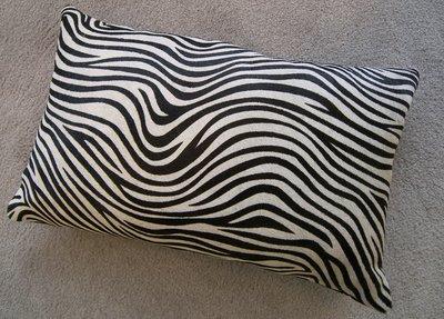 Sierkussen koehuid met zebraprint
